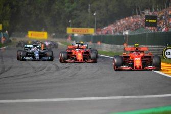 Charles Leclerc, Ferrari SF90, devant Sebastian Vettel, Ferrari SF90, Lewis Hamilton, Mercedes AMG F1 W10 et Valtteri Bottas, Mercedes AMG W10
