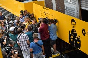 Nico Hulkenberg, Renault F1 Team, talks to the media