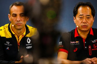 Toyoharu Tanabe, F1 Technical Director, Honda, and Cyril Abiteboul, Managing Director, Renault F1 Team