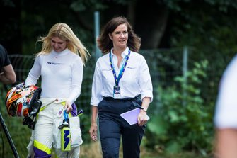 Esmee Hawkey y Catherine Bond Muir CEO W Series