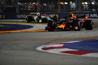 Alexander Albon, Red Bull Racing RB15, leads Kimi Raikkonen, Alfa Romeo Racing C38
