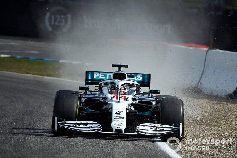 Lewis Hamilton, Mercedes AMG F1 W10, se va largo