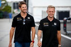 Romain Grosjean, Haas F1 Team, e Kevin Magnussen, Haas F1 Team
