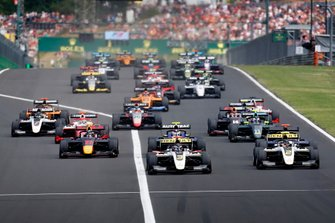 Christian Lundgaard, ART Grand Prix, leads Max Fewtrell, ART Grand Prix, and Juri Vips, Hitech Grand Prix at the start of the race
