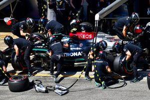 Valtteri Bottas, Mercedes W12, in the pits