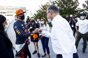 Max Verstappen, de Red Bull Racing, se reúne con Azad Rahimov, Ministro de Deportes de Azerbaiyán