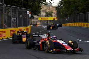 Bent Viscaal, Trident, leads Juri Vips, Hitech Grand Prix