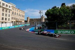 Kimi Raikkonen, Alfa Romeo Racing C41, Antonio Giovinazzi, Alfa Romeo Racing C41, e George Russell, Williams FW43B
