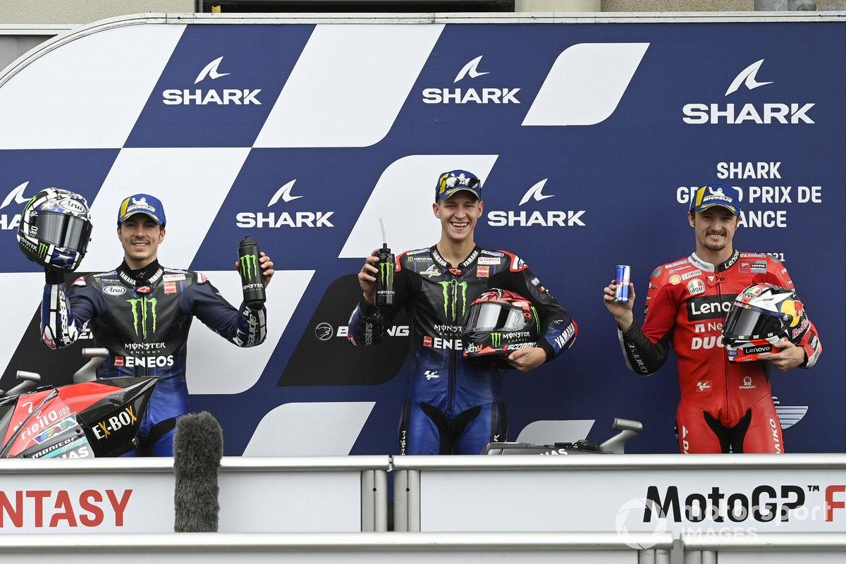 Ganador de la pole Fabio Quartararo, Yamaha Factory Racing, segundo puesto Maverick Viñales, Yamaha Factory Racing, y tercer puesto Jack Miller, Ducati Team