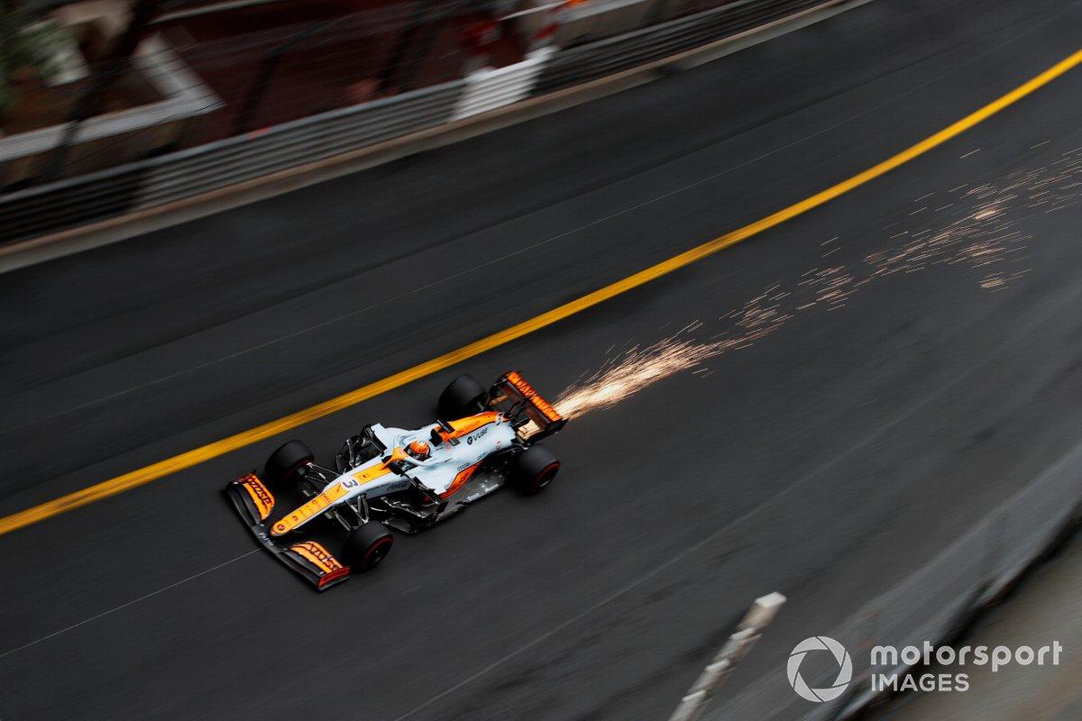 Scia di scintille da Daniel Ricciardo, McLaren MCL35M