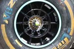 Valtteri Bottas, Mercedes W12 wheel nut detail