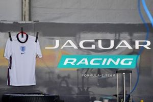 Box: Jaguar Racing