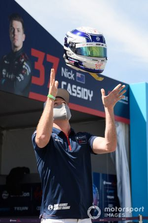Nick Cassidy, Envision Virgin Racing, throws his helmet in the air