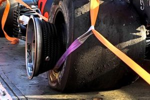 Auto danneggiata di Max Verstappen, Red Bull Racing RB16B