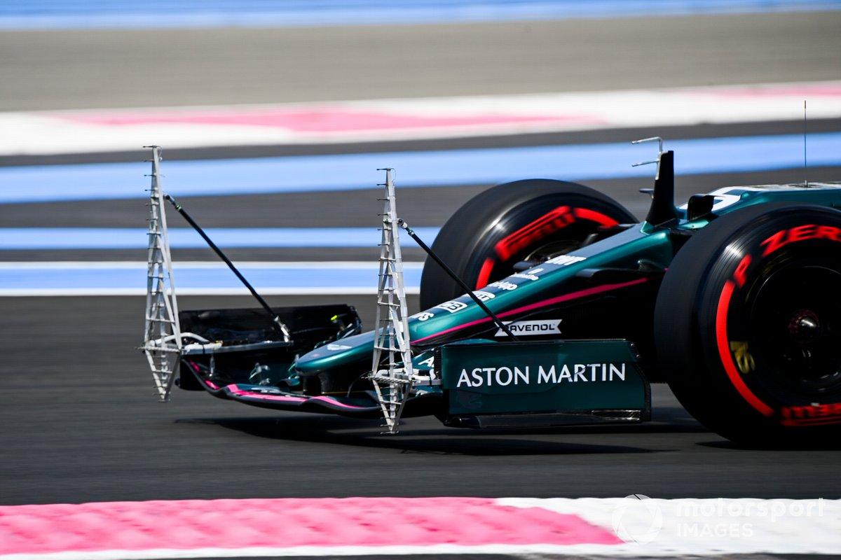 Artilugios aerodinámicos en el alerón delantero de Sebastian Vettel, Aston Martin AMR21