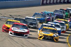 Kyle Larson, Hendrick Motorsports, Chevrolet Camaro Valvoline and Kyle Busch, Joe Gibbs Racing, Toyota Camry Pedigree
