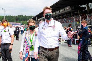 Mercedes VIP on the grid