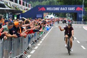 Sebastian Vettel, Aston Martin, rejoint le circuit à vélo