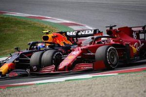 Sergio Perez, Red Bull Racing RB16B,Charles Leclerc, Ferrari SF21