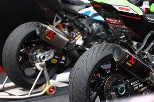 Un pneu intermédiaire Pirelli
