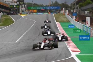 Kimi Raikkonen, Alfa Romeo Racing C41, Mick Schumacher, Haas VF-21, George Russell, Williams FW43B