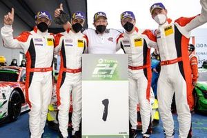 #31 Frikadelli Racing Team Porsche 911 GT3 R: Patrick Pilet, Frederic Makowiecki, Maxime Martin, Dennis Olsen with Klaus Abbelen, Team principal Frikadelli Racing