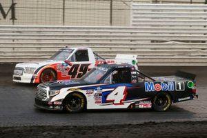 John Hunter Nemechek, Kyle Busch Motorsports, Toyota Tundra Mobil 1, Andrew Gordon, CMI Motorsports, Toyota Tundra Staar Trucking