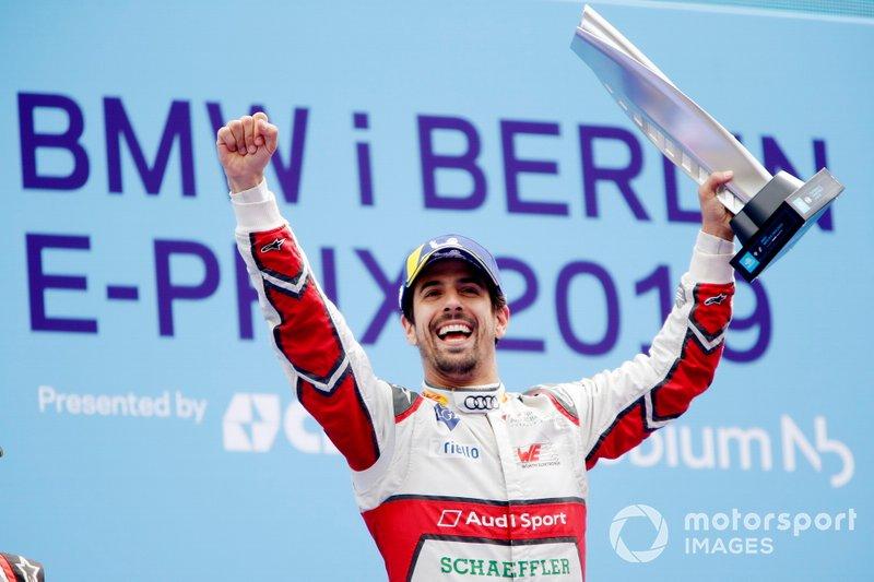 Lucas Di Grassi, Audi Sport ABT Schaeffler, celebra no pódio sua vitória