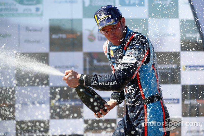 Thierry Neuville, Hyundai Motorsport Hyundai i20 Coupe WRC celebrates his victory