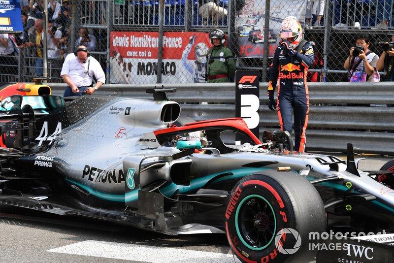 Lewis Hamilton, Mercedes AMG F1 W10, arriva in griglia di partenza dopo essersi assicurato la pole position