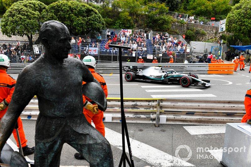 Valtteri Bottas, Mercedes AMG W10, sorpassa il Fangio memorial