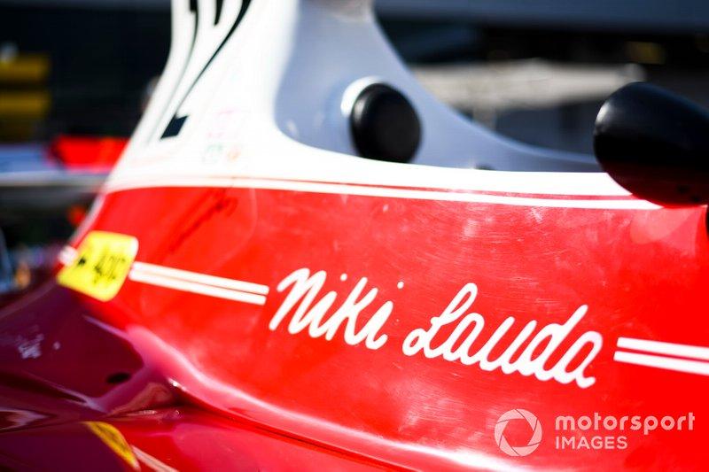 Coche de Niki Lauda, Ferrari 312T en exhibición en el paddock