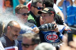 El ganador de la carrera Michael van der Mark, Pata Yamaha, Paul Denning