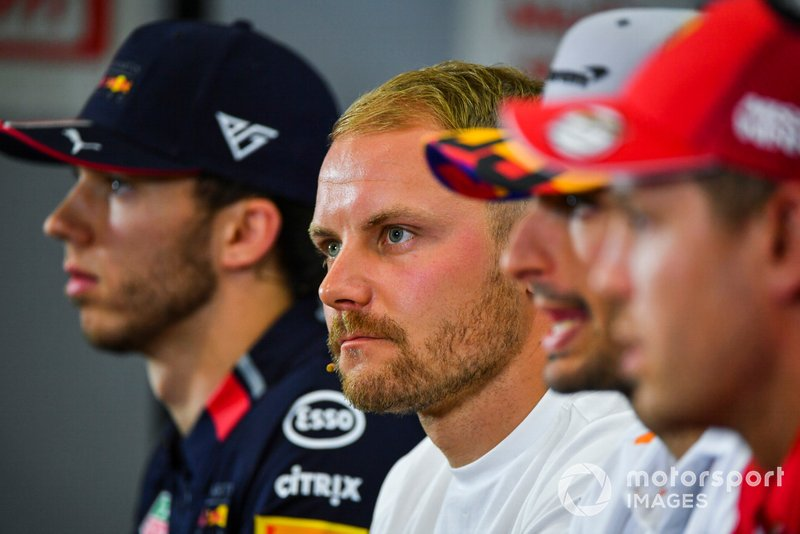 Valtteri Bottas, Mercedes AMG F1, Sebastian Vettel, Ferrari, Carlos Sainz Jr., McLaren et Pierre Gasly, Red Bull Racing durant la conférence de presse