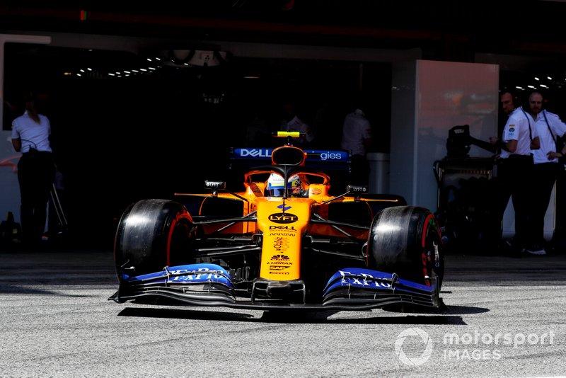 Lando Norris, McLaren MCL34, lascia il garage