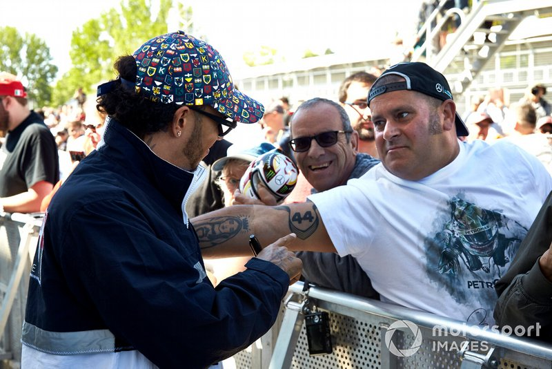 Lewis Hamilton, Mercedes AMG F1 looks at a tattoo of a fan