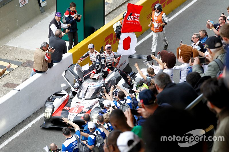 Ganador #8 Toyota Gazoo Racing Toyota TS050: Sébastien Buemi, Kazuki Nakajima, Fernando Alonso