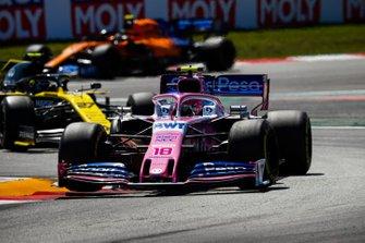 Lance Stroll, Racing Point RP19, leads Nico Hulkenberg, Renault R.S. 19