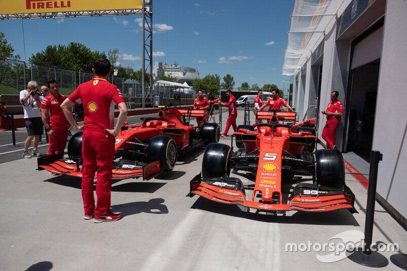 Ferrari SF90 in pitlane