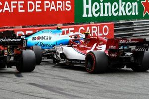 Robert Kubica, Williams FW42, spins after contact and blocks the track ahead of Antonio Giovinazzi, Alfa Romeo Racing C38, and Charles Leclerc, Ferrari SF90