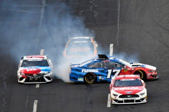 Ricky Stenhouse Jr., Roush Fenway Racing, Ford Mustang Fastenal spins