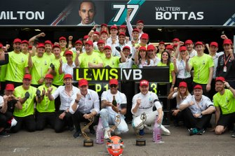 Lewis Hamilton, Mercedes AMG F1, 1st position, Valtteri Bottas, Mercedes AMG F1, 3rd position, Toto Wolff, Executive Director (Business), Mercedes AMG, and the Mercedes team celebrate victory