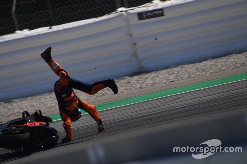 Sturz: Pol Espargaro, Red Bull KTM Factory Racing