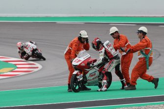 Kaito Toba, Honda Team Asia after crashing
