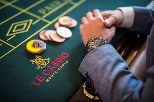 Игорный стол и фишки в казино Монте-Карло
