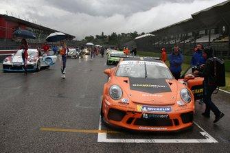 La Porsche di Tommaso Mosca, Ombra Racing, in griglia di partenza