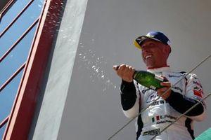 Il vincitore Enrico Fulgenzi, Tsunami RT, sul podio