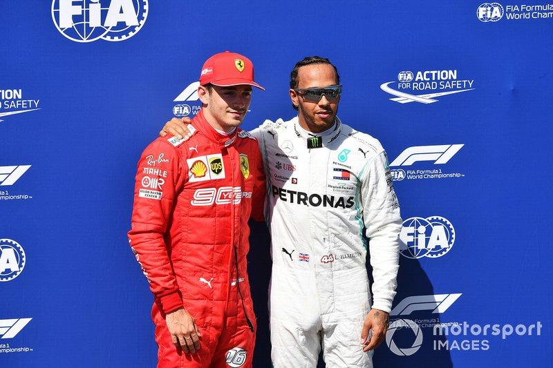 Charles Leclerc, Ferrari, e il pole man Lewis Hamilton, Mercedes AMG F1