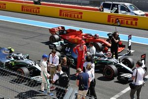Charles Leclerc, Ferrari, en Lewis Hamilton, Mercedes AMG F1, na de kwalificatie