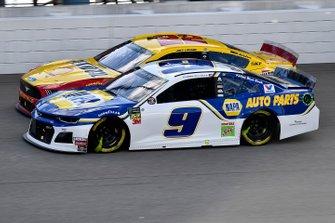 Chase Elliott, Hendrick Motorsports, Chevrolet Camaro NAPA AUTO PARTS and Joey Logano, Team Penske, Ford Mustang Shell Pennzoil